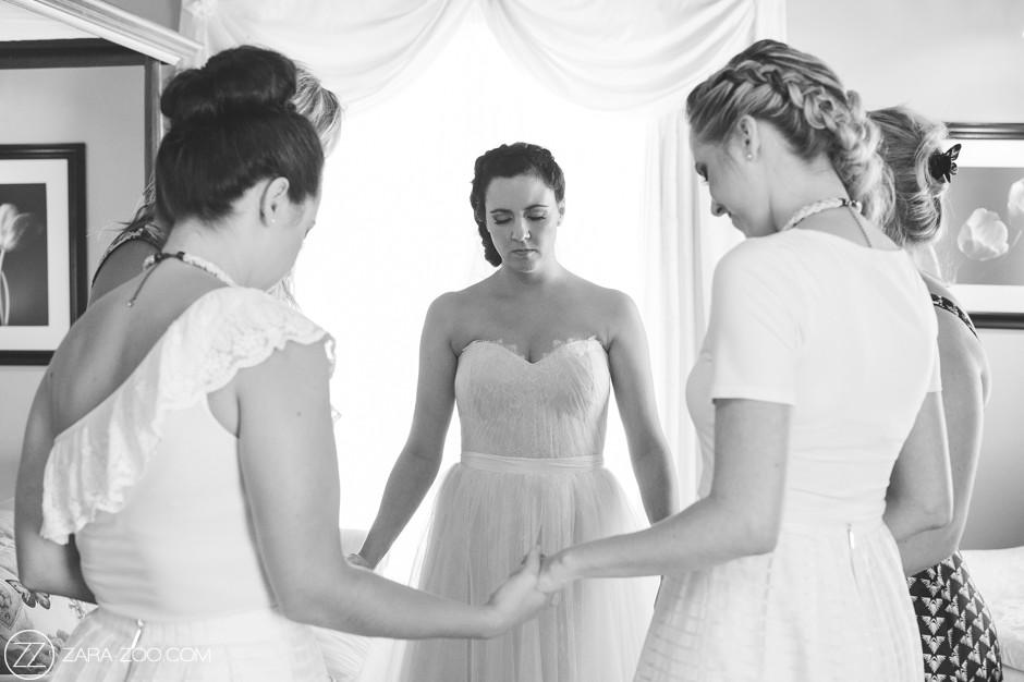 Bride Praying Wedding Photos