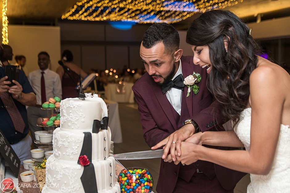 Wedding Photo Cake Cutting Ceremony